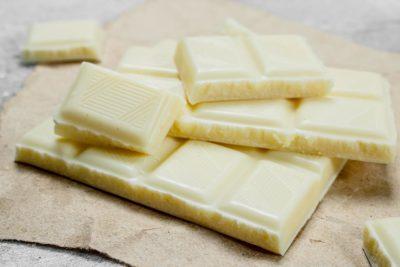 carrés de chocolat blanc